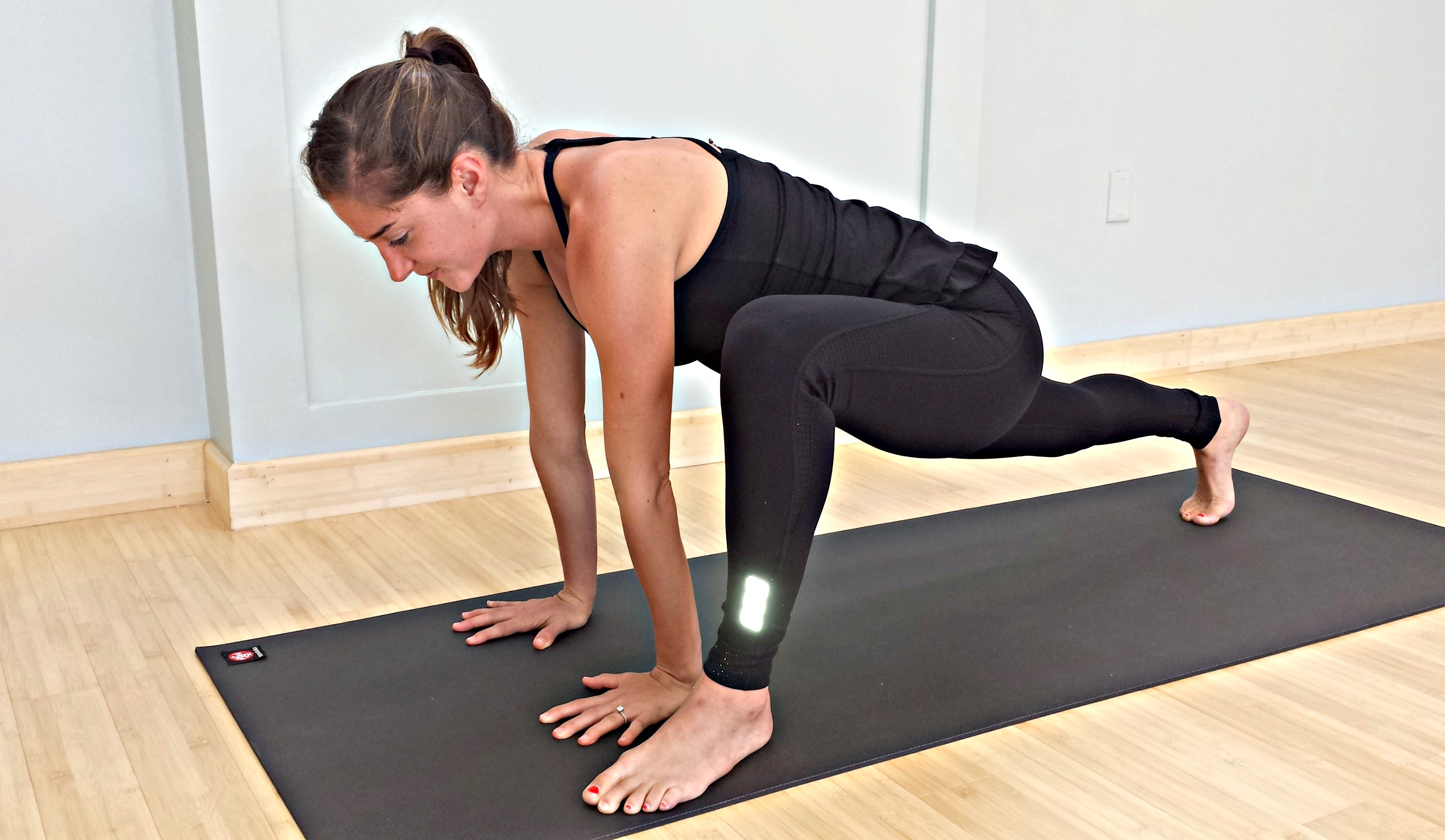 Runners Lunge, ONline Yoga Classes, Lorna Jane, MyYogaWorks, Yoga poses