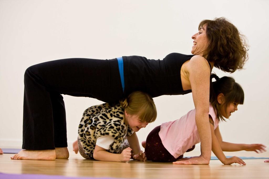 Yoga-19-2_bridge with kids